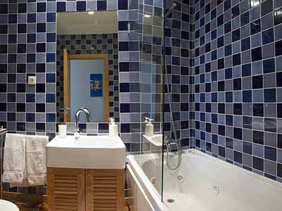 geometric pattern bathroom decorating ideas rectangular tub