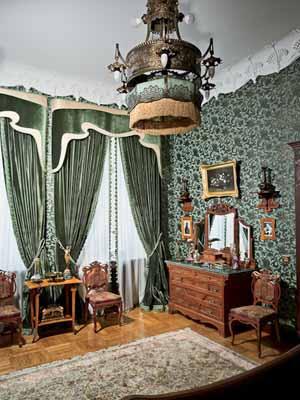 art-nouveau-decor-green-curtains-wallpaper-lighting