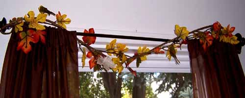 window-decoration-fall-decorating-ideas-branches-leaves