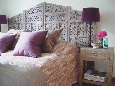 moroccan-style-bedroom-decor-purple-pillows-lamp-shades