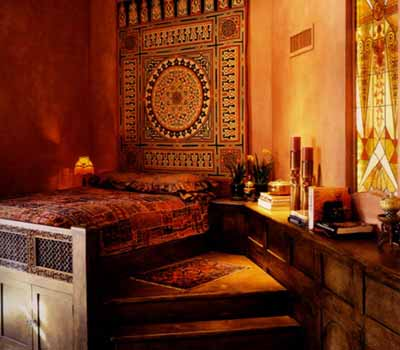 Warm colors for bedroom decorating in moroccan style for Moroccan bedroom decor