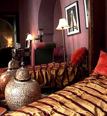 moroccan-bedroom-decorating-ideas-purple-wall-paint
