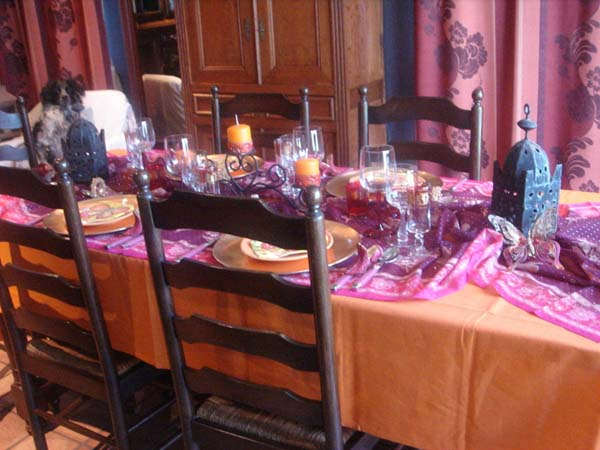 moroccan style table decoration in orange and pink colors