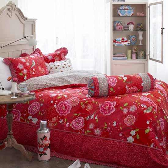 floral bedding with birds in red color for girls rooms decorating