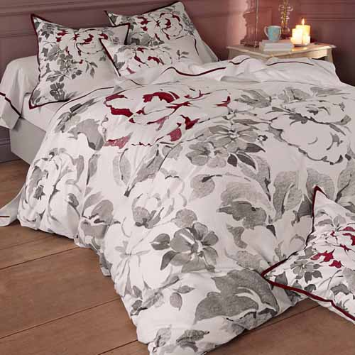 black and white bedding with red color are modern trends in bedding fabrics