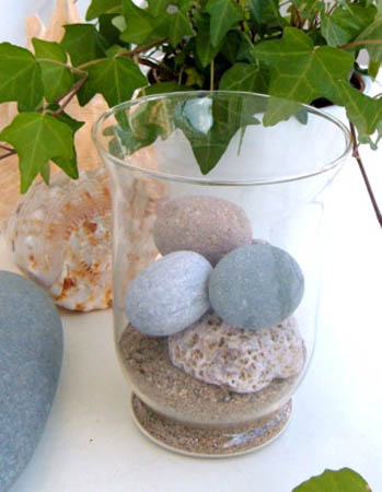 party table decoration and centerpiece ideas with beach pebbles
