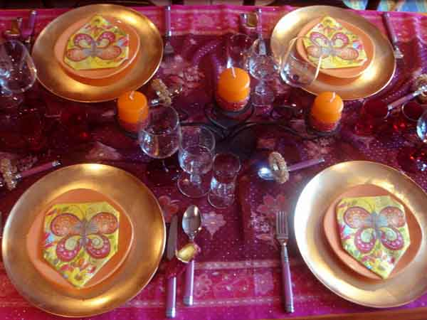 golden and orange colors for arabian party table decorating