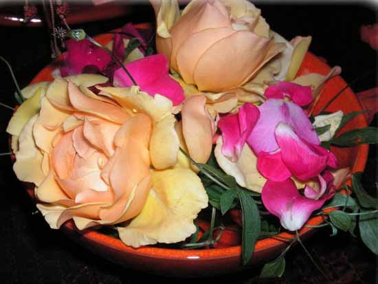 roses table centerpiece ideas for romantic party in moroccan style