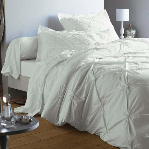 white-bedding-sets are modern bedroom decor ideas