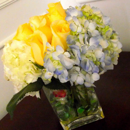 Beautiful floral arrangements yellow color combinations blue and yellow flower combination for table decoration offers elegant floral centerpiece ideas mightylinksfo