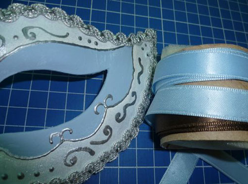making and decorating masquerade masks venetian style are beatiful craft ideas