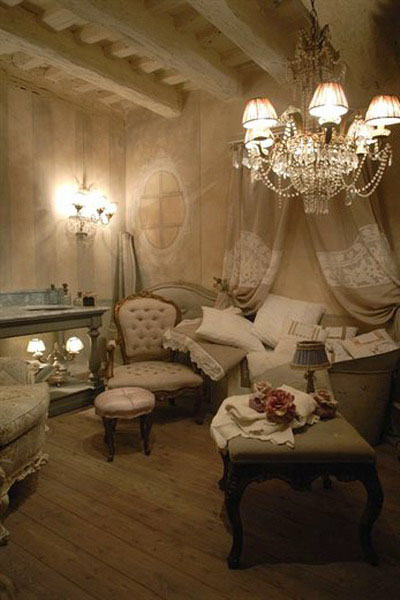 New 18th century french decorating ideas rediscovering french style for Interior decoration accessories
