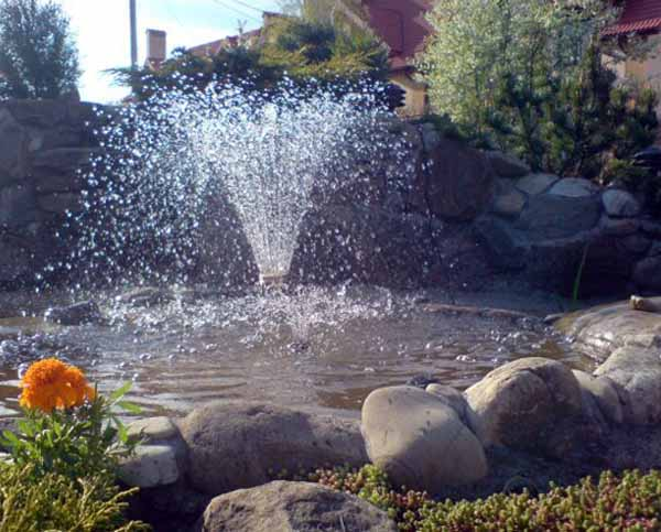 Outdoor Fountain With A Boarder Made Of Natural Stones Is One Of Simple  Backyard Landscaping Ideas