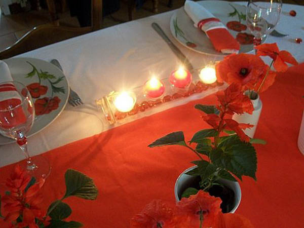red flowers and candle centerpiece ideas offer beautiful table decorations