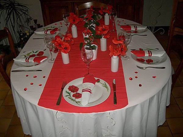 red poppies for table decoration in white and red colors