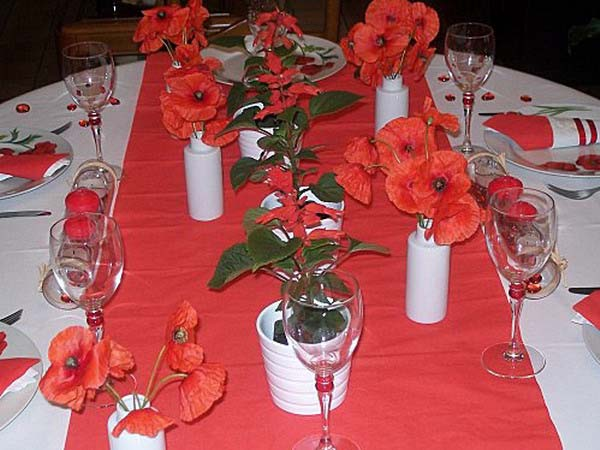 Red poppies floral centerpieces and table decorations - Red centerpieces for tables ...