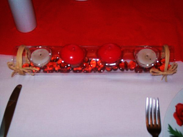 red and white color combination and table decorating ideas with white and red candles