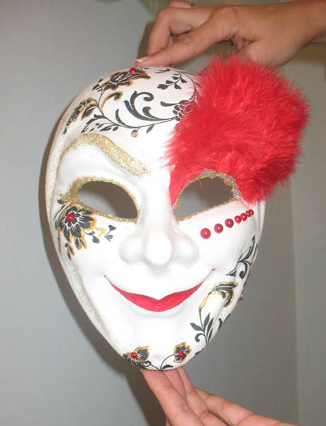 venetian masks with feathers decorations are great craft ideas
