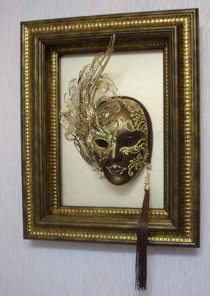 Modern wall decoration with venetian masks made for a for 4 all decor