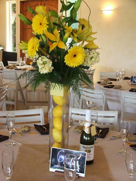 yellow pears and flowers are bright table decoration ideas