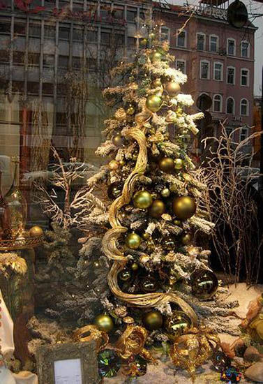 Modern christmas decorating ideas and christmasworld color for Contemporary christmas decorating ideas