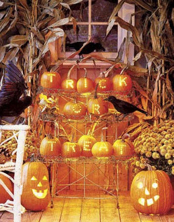 creative halloween decorations and ideas with pumpkins, fall flowers and corn stalks in country style