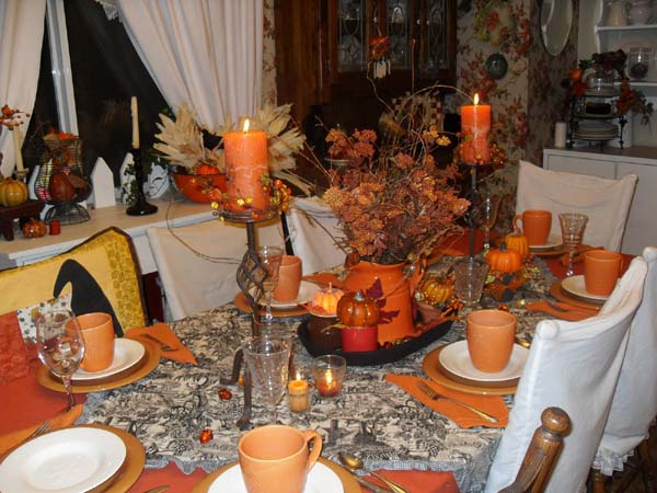 beautiful thanksgiving table decoration in orange colors