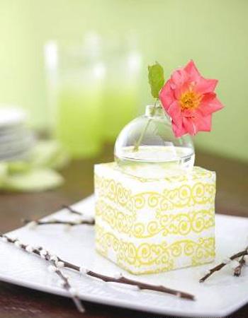Simple Flower Centerpiece Ideas For Party Table Decoration