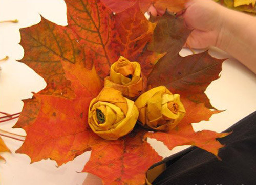maple leaves make table decorations and inspire centerpiece ideas, including a rose bouquet made of fall leaves