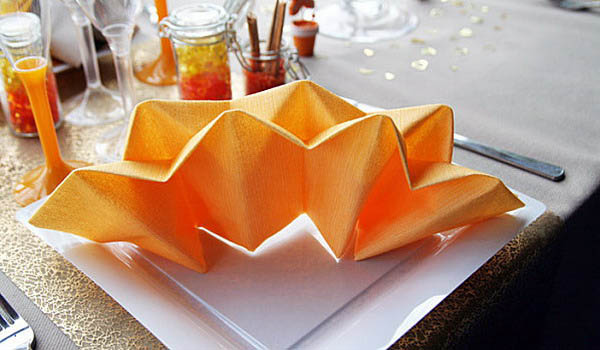 orange napkins are bright table decorations and simple fall ideas