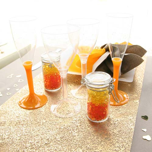 yellow and orange colors for table decoration are bright and warm decorating ideas for fall