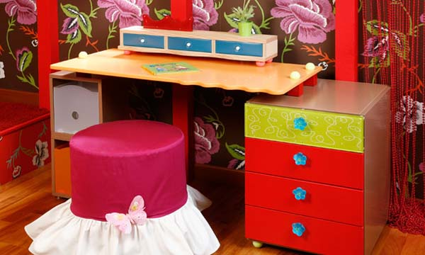 pink ottoman with butterfly for girls bedroom decorating