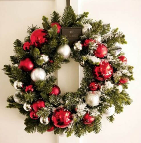 making evergreen christmas wreath for winter decorating