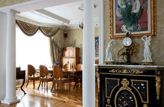How To Use Antiques For Modern Interior Decorating In