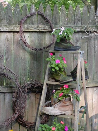 Rustic Backyard Decorating Ideas : Outdoor Garden Decorations Made of Old Wooden Ladders