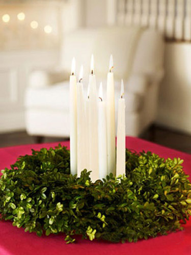 white cchristmas centerpieces with white candles