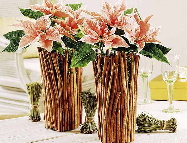 christmas table decorations with flowers and vanila sticks