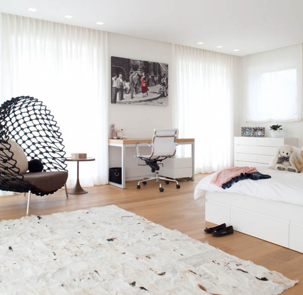 bedroom decor in white color