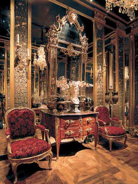 Modern interior design in louis xv style luxurious room for Modern rococo interior design