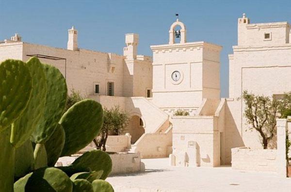 white-decorating-color-italian-style-borgo-egnazia-hotel (15)