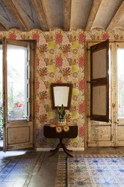 romatic wallpaper with floral designs
