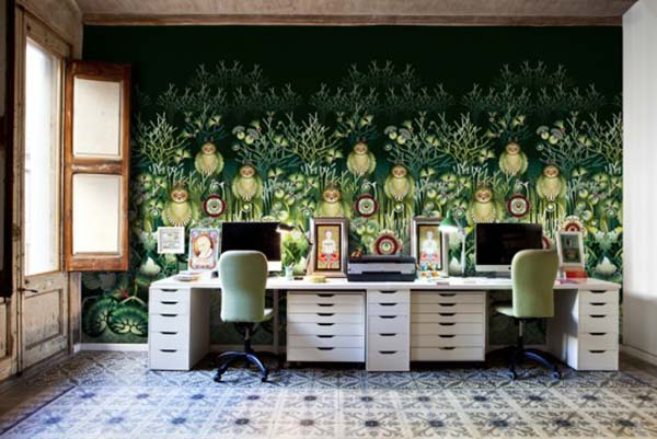 Green wallpaper pattern with floral designs