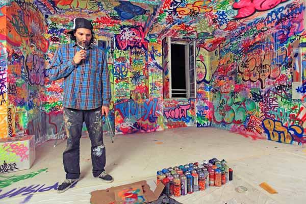 Colorful bedroom decorating ideas by graffiti artists - Bedroom wall graffiti ideas ...