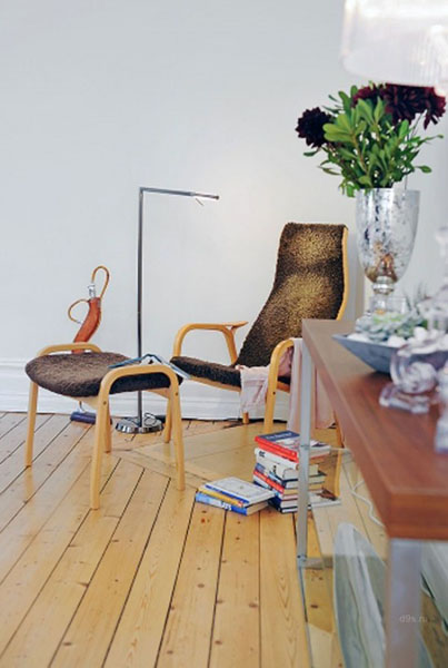 chair and foot rest with floor lamp