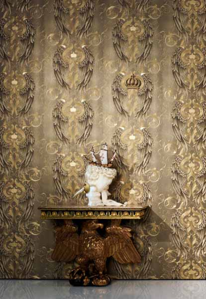 gray wallpaper with golden crown designs