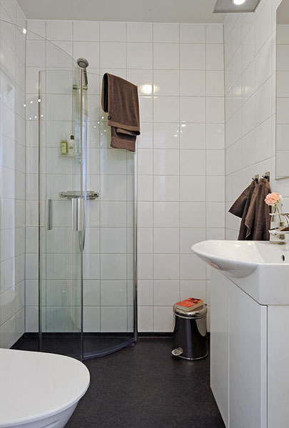 Black and white rooms with splashes of red color black for Small shower room designs pictures