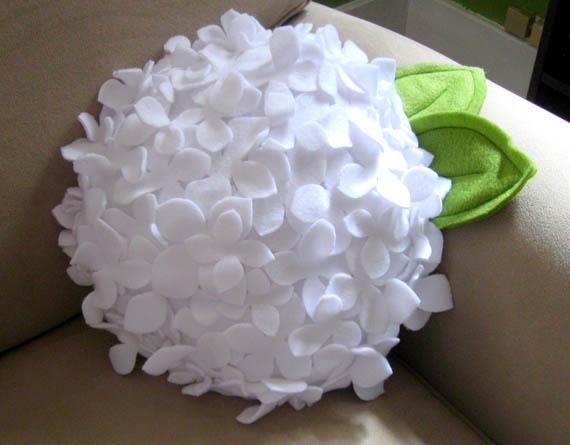 ideas for making decorative cushions of felt fabric