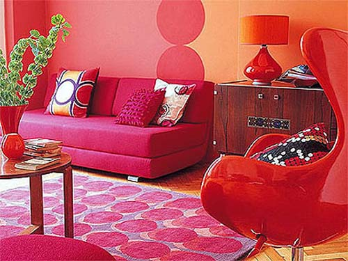 retro decor for living room in pink and red colors