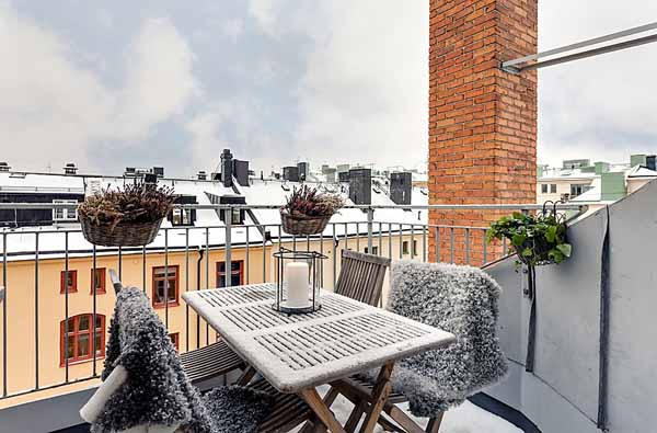 Scandinavian house white decorating ideas attic for Apartment terrace furniture