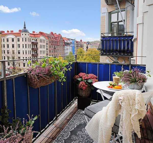 15 charming decorating ideas for your balcony spring for Decorating outdoor balconies